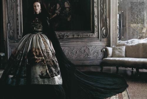 07-dolce-and-gabbana-alta-moda-on-vogue-italia-unique-september-issue-2013-venice-print-gown
