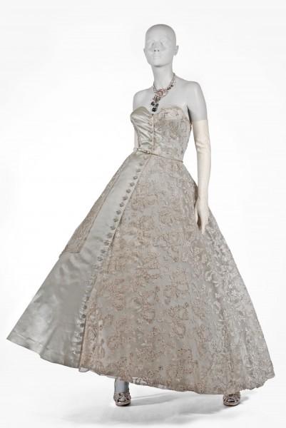 Emilio-Schuberth-1952-igual-ao-vestido-por-Sophia-Loren-em-Cannes-1956-401x600