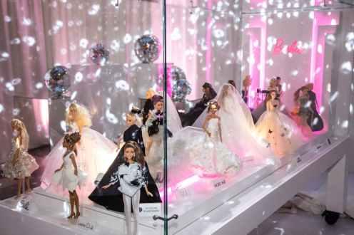 1549611529424385-Barbie60.V.O_26