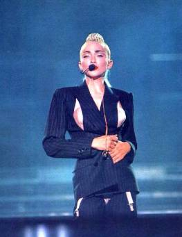 blond-ambition-tour02